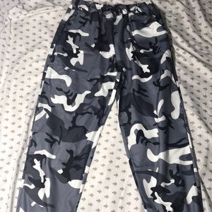 Camo print drawstring pants (missing drawstring)